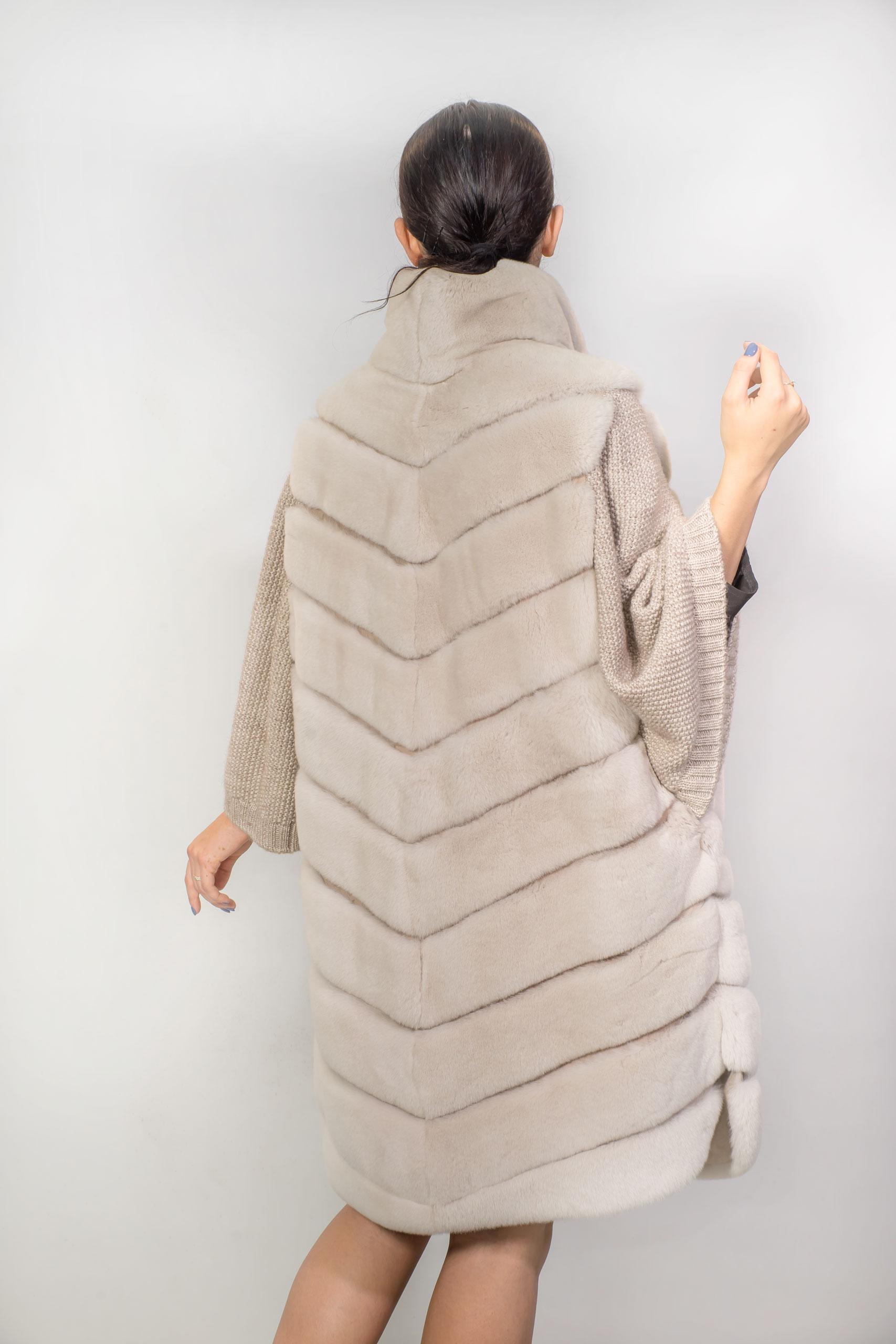 Женская шуба из меха Рекса с вязаным рукавомB-81