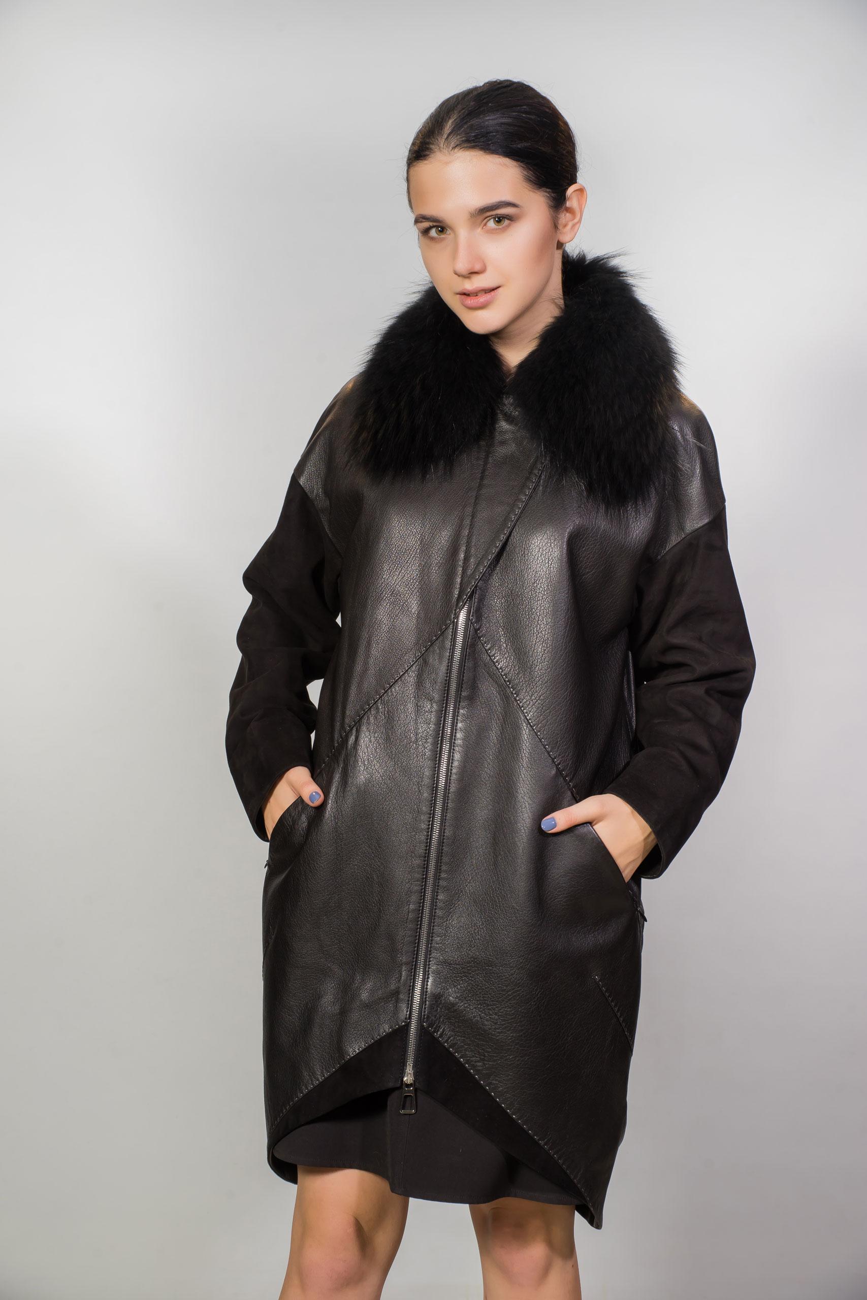 Женское пальто из натуральной кожи, с вставками из замши и песцовым воротником