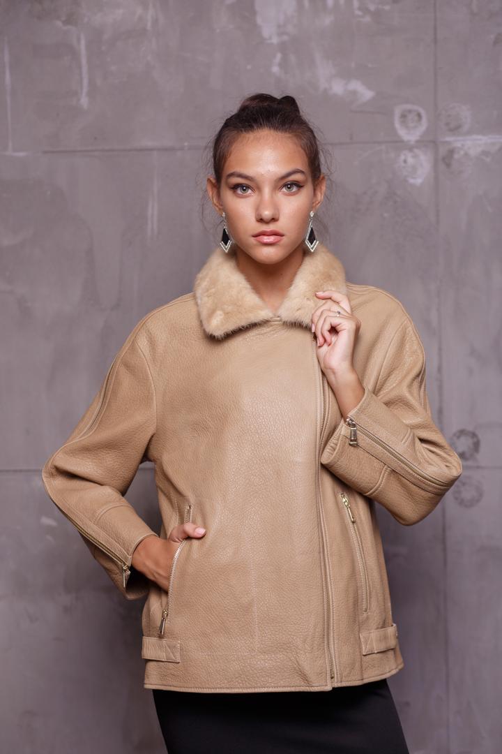 Женская Кожаная куртка с меховым воротникомZ-1891