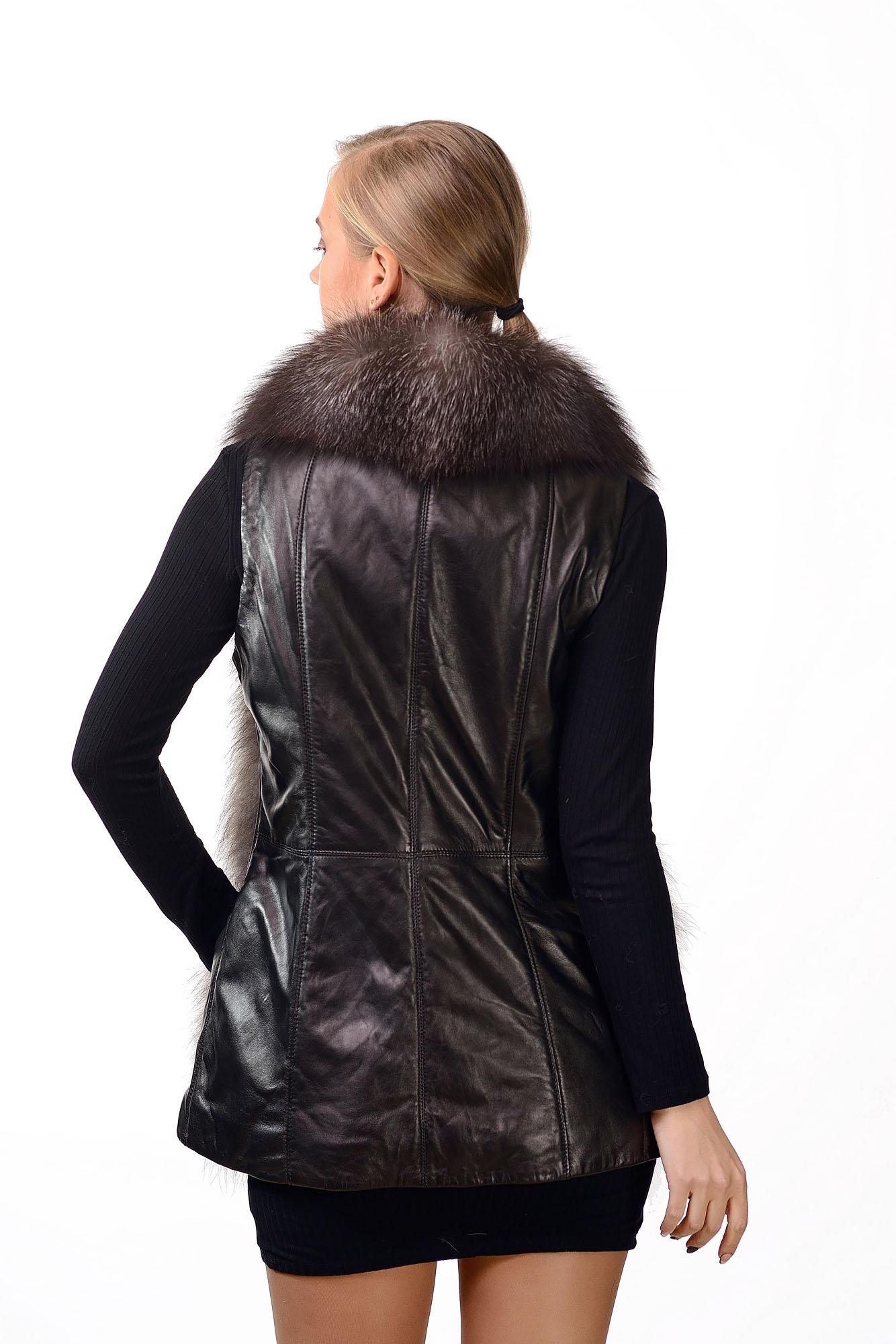 Женская кожаная жилетка с мехом черноборкиW=054