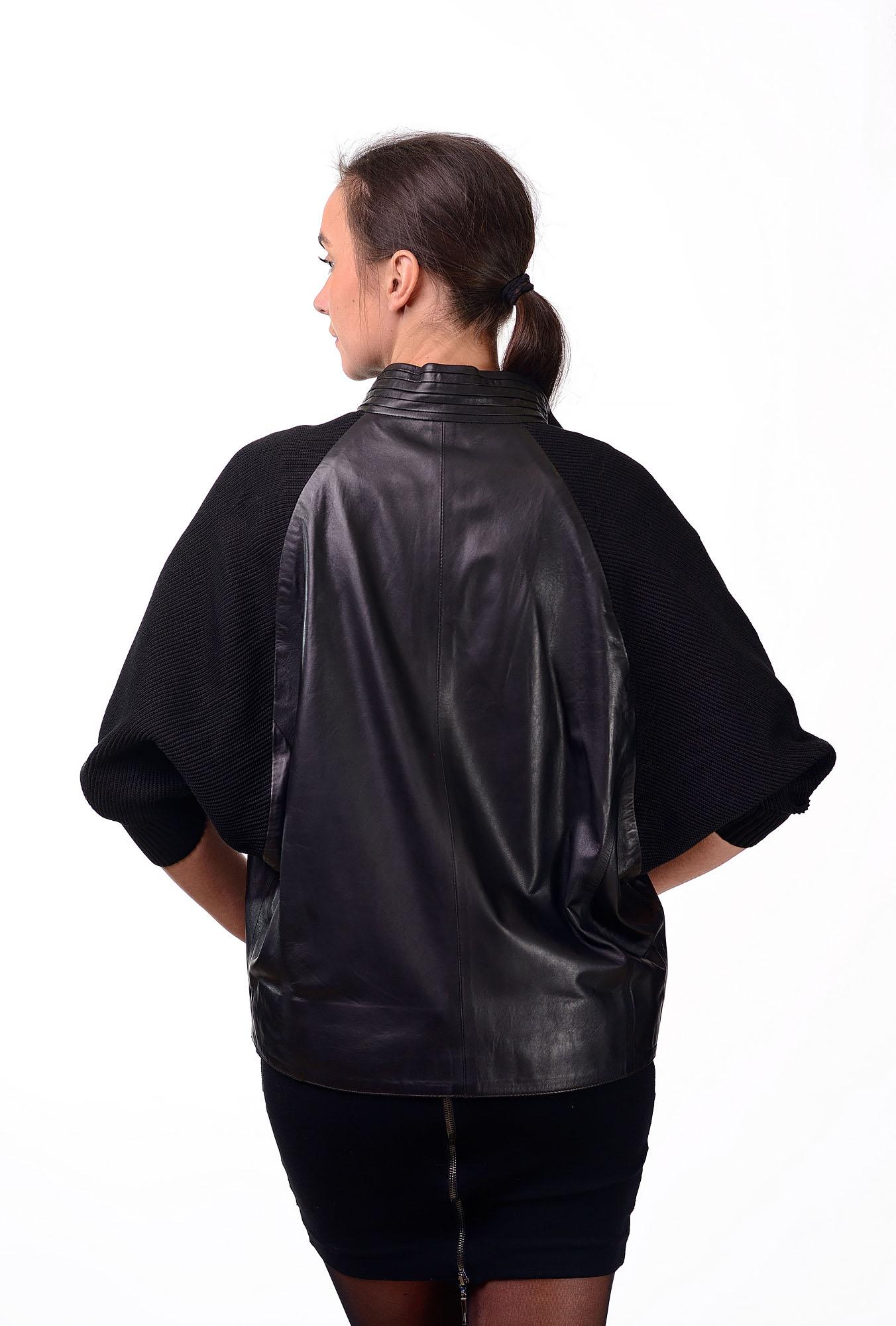 Женская кожаная куртка с вязанными рукавами4598