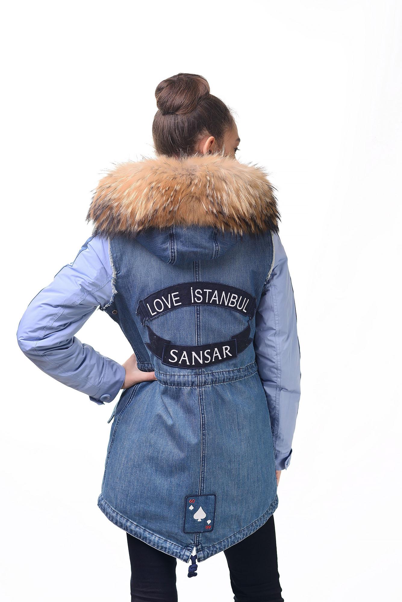 Женская джинсовая парка с мехом енотаB075A-01