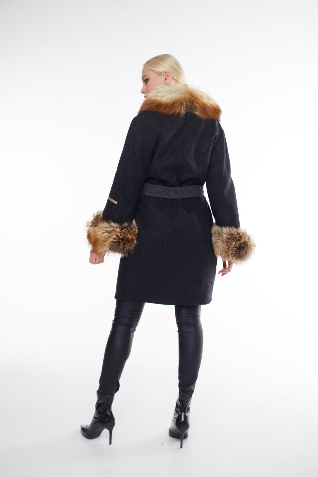 Женское пальто из альпаки с мехом из лисы