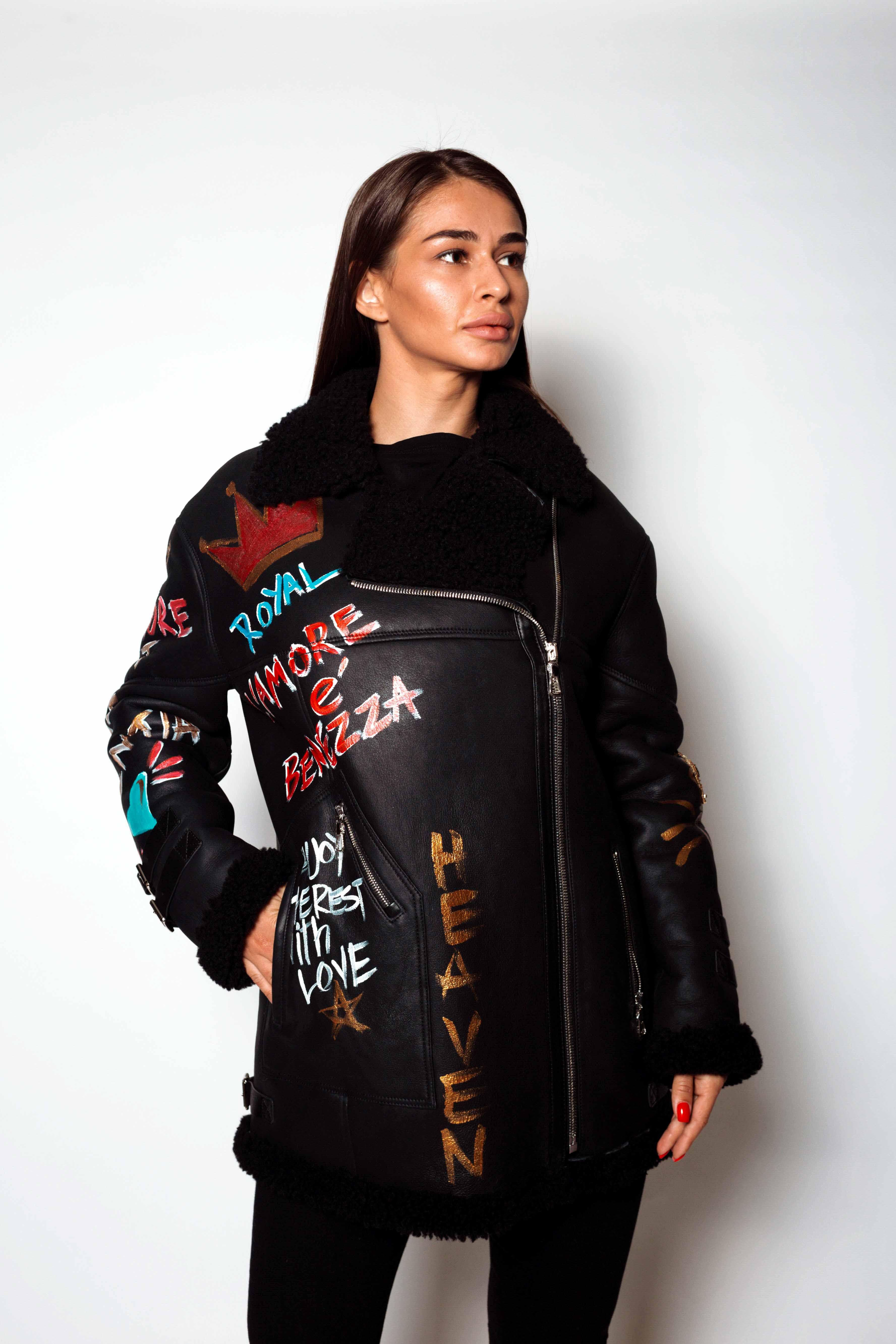 Женская дубленка с черным мехом КК-10238
