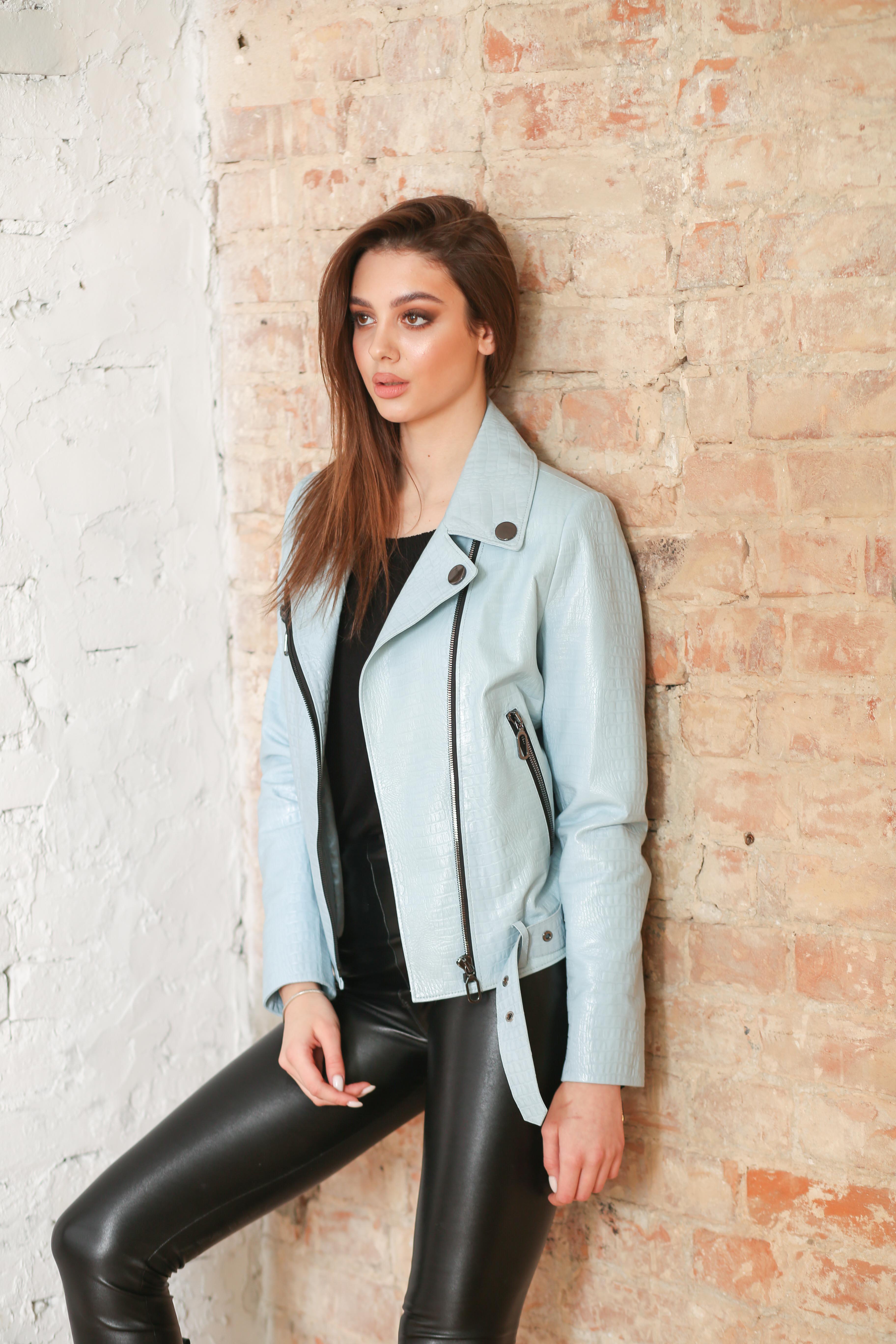 Женская кожана куртка B-2237