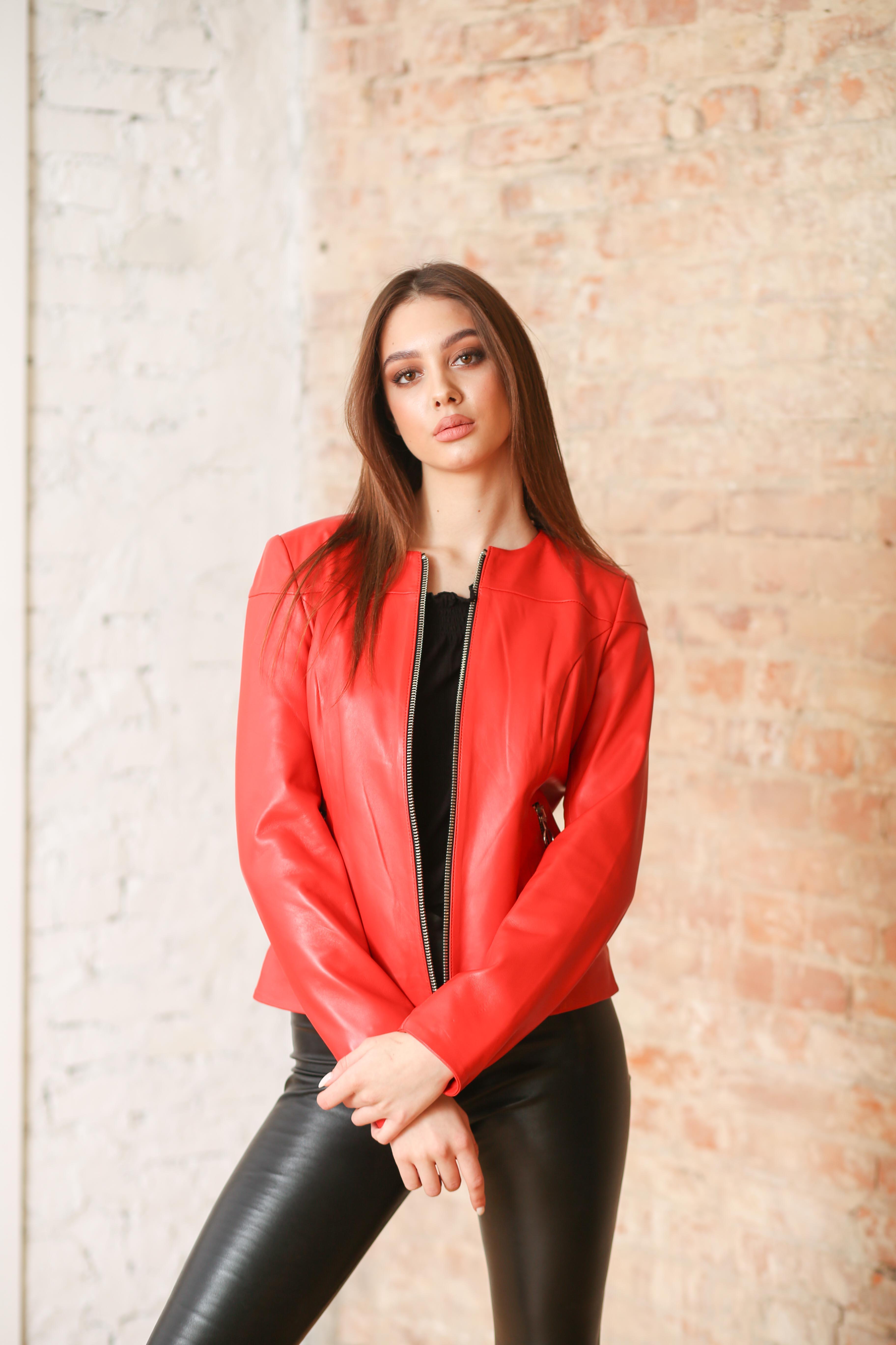 Женская кожаная куртка C-4